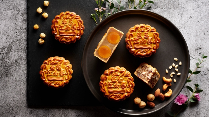 Four Seasons Hotel Singapore Unveils Elegant Mooncake Collection with  Tropical Twist
